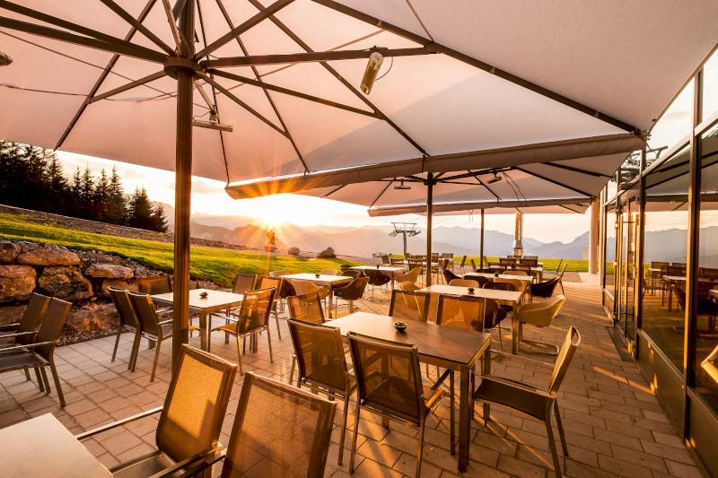 Ausblick ins Tal Sonnenterrasse Halbzeit Jennerbahn Restaurant